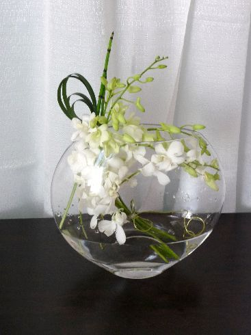 Round vase dendrobium orchids and design table on pinterest for Contemporary table arrangements