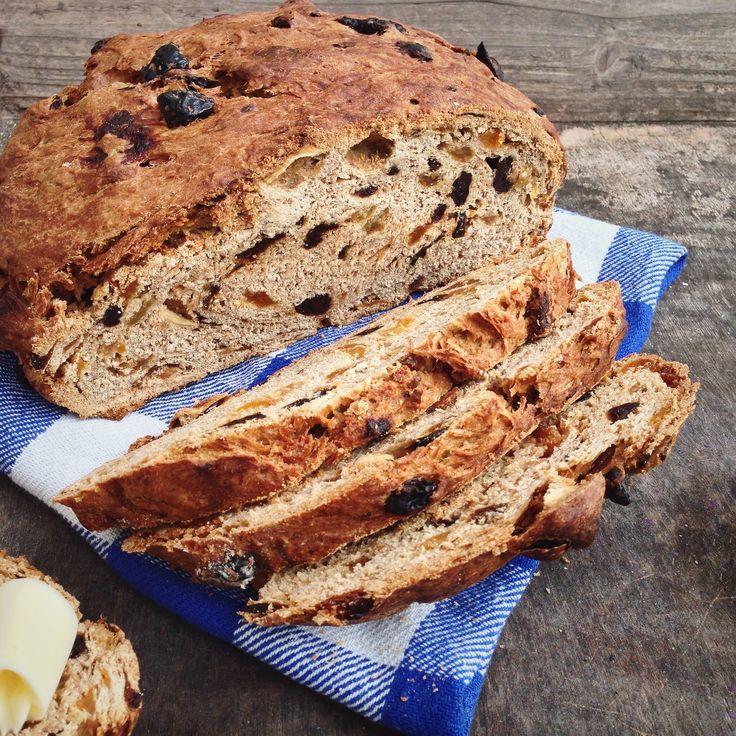 Vruchtenbrood met earl grey thee en tutti frutti, een bijzonder brood boordevol fruit en specerijen. Het hele huis ruikt heerlijk als dit in de oven zit!
