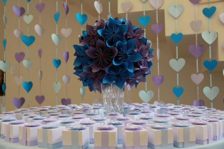 Oi, meninas! Como está a preparação dos noivados, chás e do casamento, hein? Hoje temos mais uma ideia que você pode usar na decoraçãoou, quem sabe, no seu buquê, caso você esteja procurando algo diferente e alternativo às flores naturais. Estou falando das flores de origami, mais um tutorial da Let  Ela pegouo DIY …