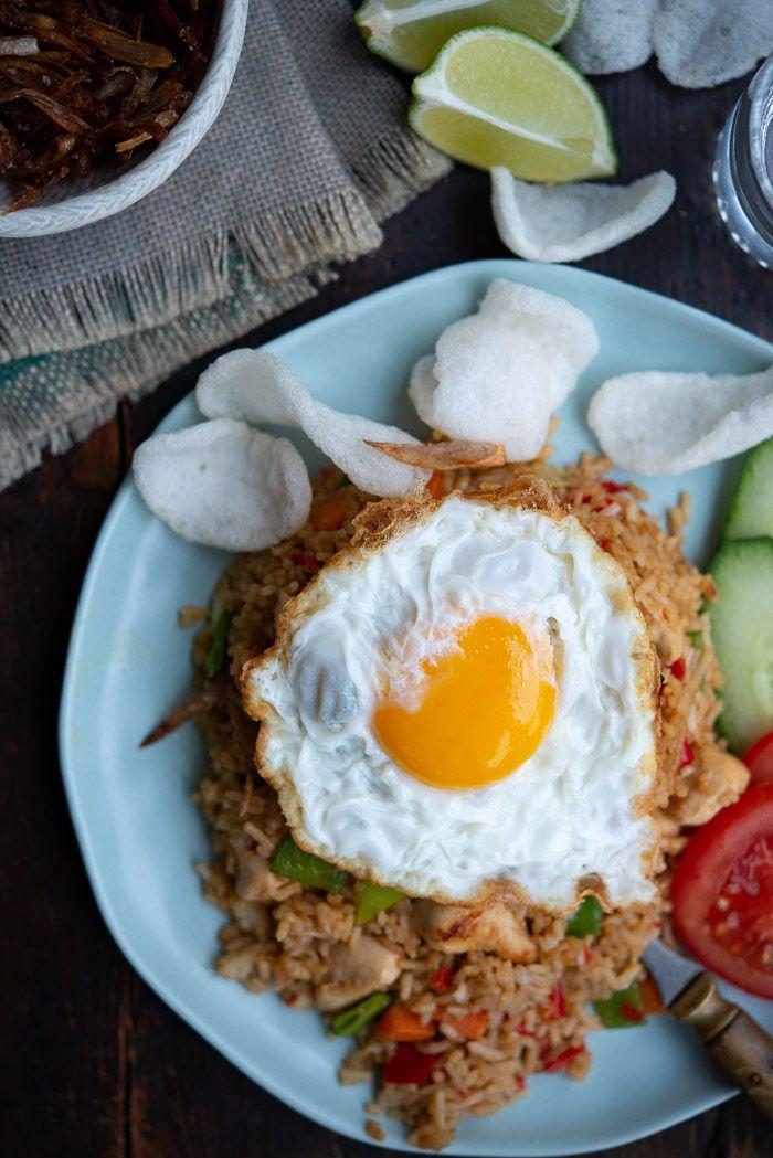 Opskrift Pa Nasi Goreng Indonesisk Fried Rice Opskrift Asiatisk Mad Opskrifter Mad Ideer Madopskrifter
