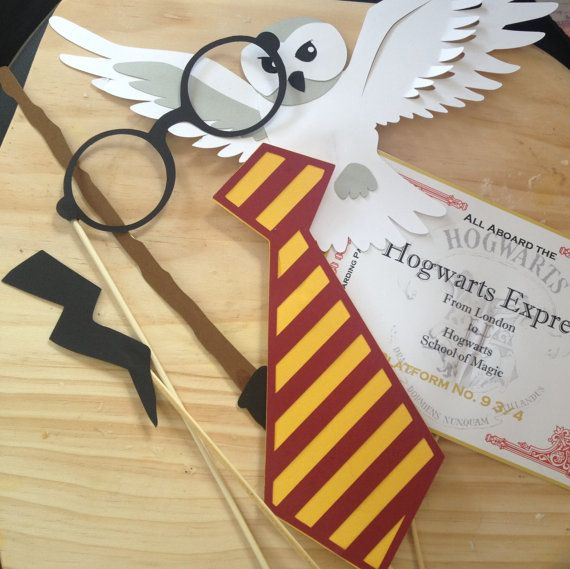 Harry Potter Hogwarts Photo Booth Props The props are cut from quality card stock and attached to a wooden stick. Perfect for any party!