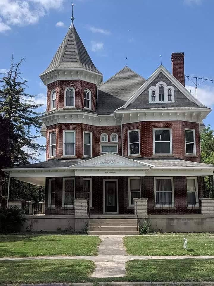 1900 Victorian In Woodville Ohio Captivating Houses Victorian Homes Old Houses Old Houses For Sale
