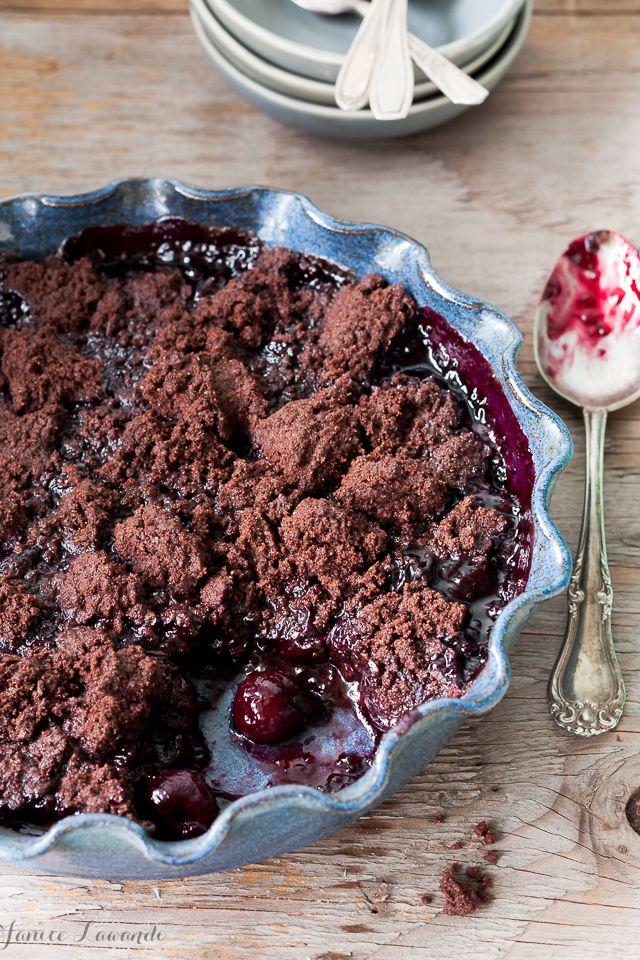 Cherry chocolate crumbleCherry chocolate crumble | Janice Lawandi @ kitchen heals soul