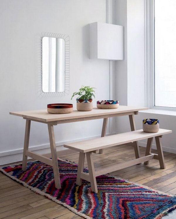 Estas mesas de madera, que tradicionalmente se ven en exteriores, están de moda y me encantan. Son elementos muy interesantes para meter dentro de la casa y darle un toque original al comedor. Se pueden escoger en modelos decapados, pintadas en un solo bloque de color, rústicas, con apliques en hierro o con la madera al natural que son mi favoritas.