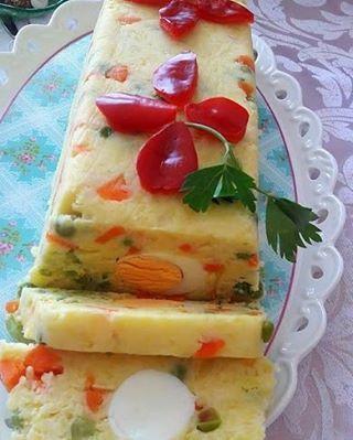 Günaydınlar Garnitürlü buton patates salatası Malzemeler 2 yemekkaşığı tere yağı 2 çorba kaşığı krem peynir ( sürme)250 gr 1 kutugarnitür ( bezelye ve havuç )1 adet kırmızı biber 1 adet yeşil biber6 tane haşlanmış yumurta1/2 limon suyu Tuz-Karabiber-Pul Biber #sun #sunum #sunumönemlidir #sunumönerileri #sunumonemlidir #sunumfikirleri #lezzetlisalatalar #sahanesunumlar #sahanetatlar #paylaş #paylasim_platformu #paylaştıkça #paylasticakcacogalanhayat #sizdengelenler #sizin