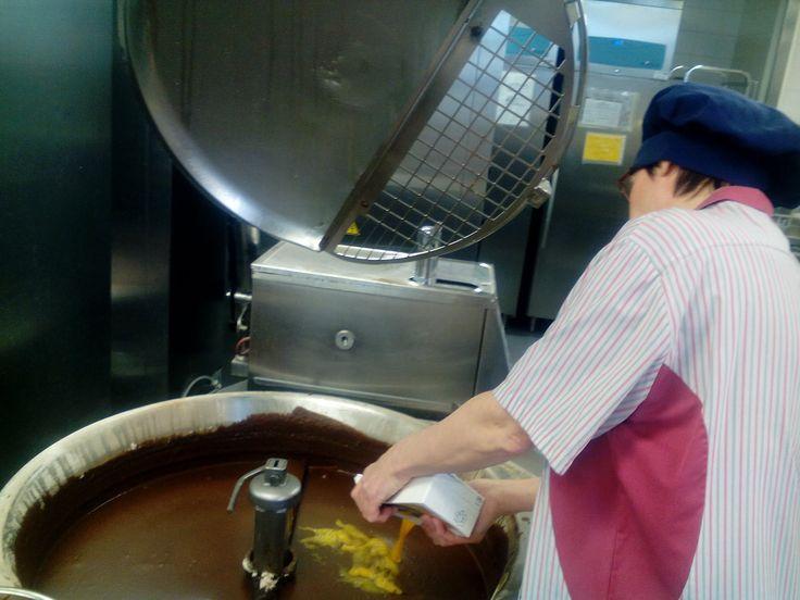7. Sitten alkaa maustaminen, suolaa, siirappia, pomeranssia ja appelsiinitiivistemehua.