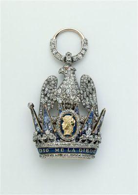 Arts décoratifs Premier Empire - François-Regnault Nitot : Insigne de dignitaire de la Couronne de Fer de Napoléon Ier. Or, diamants et saphirs (vers 1810 – musée de l'Armée)