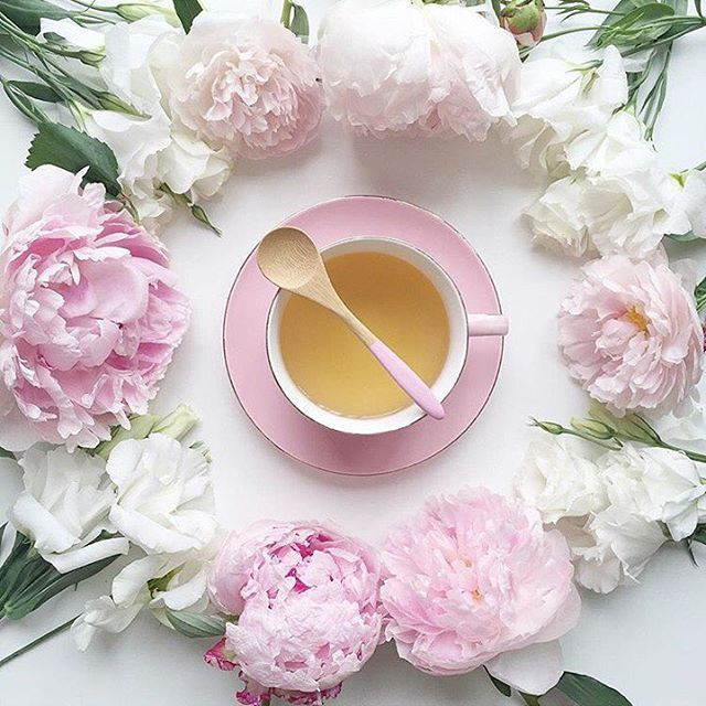 Tea: a hug in a cup. Good morning! Photo: @jodianne_  #afewjewels #pink #flower #tea #the #cup #mug #goodmorning #morning #cold #hot #winter #hug #love #colorful #amazing #instamood #nice #white #creation #inspiration #bonjour #bomdia #buenosdias #monday #mood