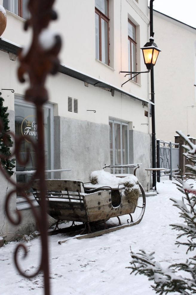 Homevialaura | Porvoo old town in christmas time | snow | winter | sleigh | Finland