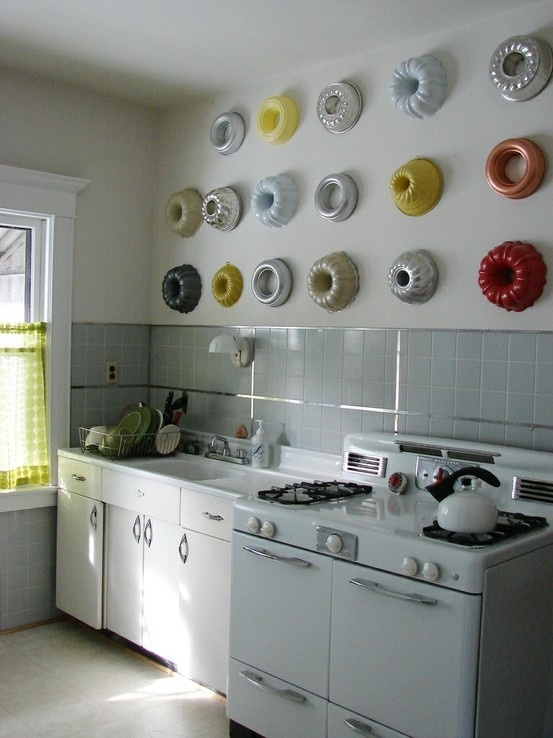 Bundt pans for kitchen wall decor....like the concept, but not the execution so much. Do I sound super HGTVish or what?!