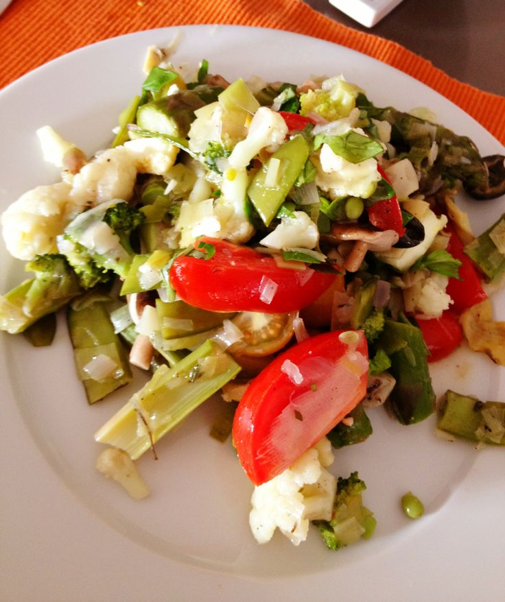 Marokkaans gestoofde groenten op het bord