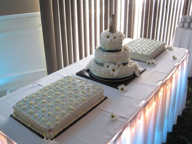 Daisies - Wedding Cake & Sheet Cake