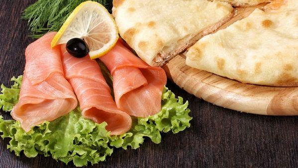Осетинский пирог с семгой – семга, ну кто ее не любит. Изысканный вкус семги придает незабываемый вкус и аромат пирогу. Тончайшее тесто запеченное до хрустящей корочки пальчики оближешь. Пирог просто тает во рту.  Состав: семга, специи.  Вес: 1000 г  #осетинскиепироги #пирогссемгой #осетинскийпирогссемгой #пирогор