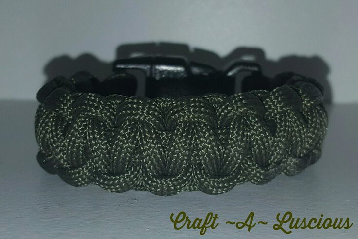 My first attempt at a paracord bracelet <3