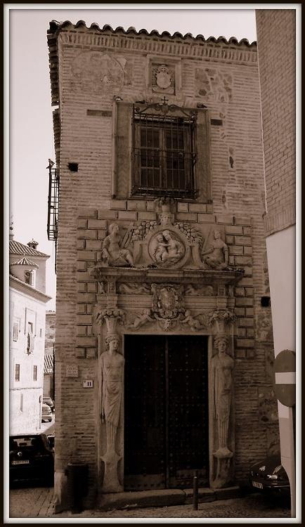 Portada del Colegio de Infantes. Toledo