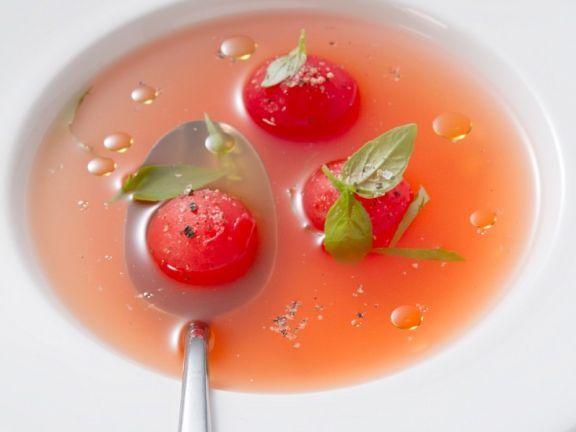 Klare Tomatensuppe (Consommé) ist ein Rezept mit frischen Zutaten aus der Kategorie Consommé. Probieren Sie dieses und weitere Rezepte von EAT SMARTER!
