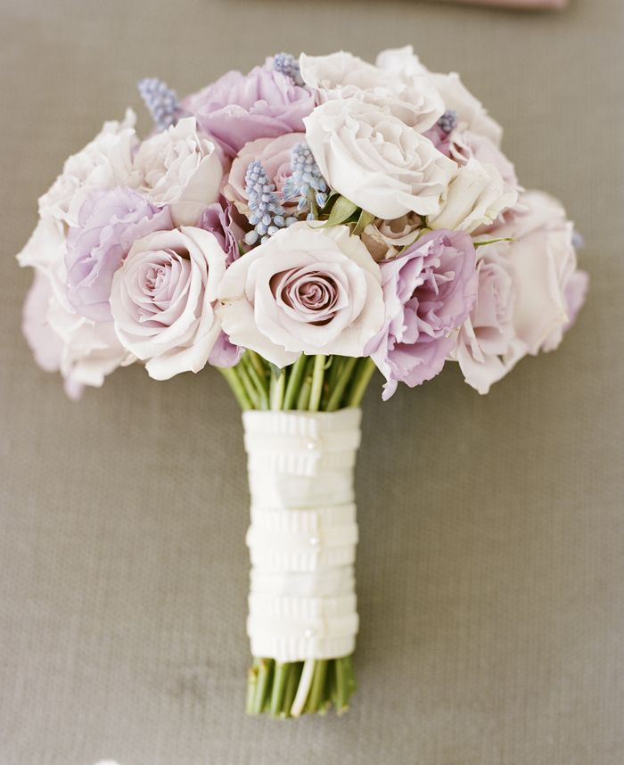 pale pink and lavender rose bouquet. i see lavender and think of you, boob! so pretty!