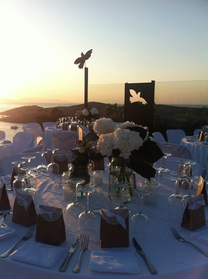 The wedding decoration during sunset with white flowers.