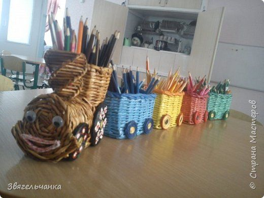 Поделка изделие Плетение Загудел паровоз карандашики повез Бумага газетная фото 1