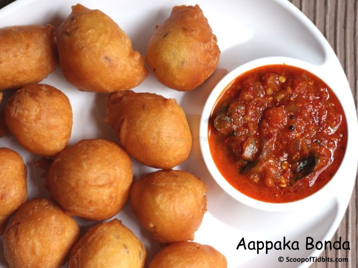 Aappaka Bonda is a very famous tea time snack that is popularly sold around the Madurai Meenakshi temple areas in the evenings. Aappaka Bondas are very uni