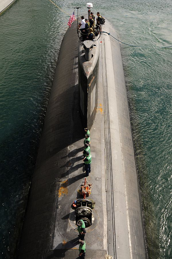 Sailors assigned Los Angeles-class attack submarine USS Tucson (SSN 770) stand maneuvering watch while the submarine prepares to moor alongside the submarine tender USS Emory S. Land (AS 39).