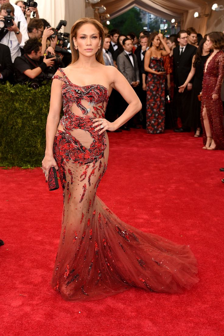 Jennifer Lopez in Atelier Versace at the Met Gala 2015