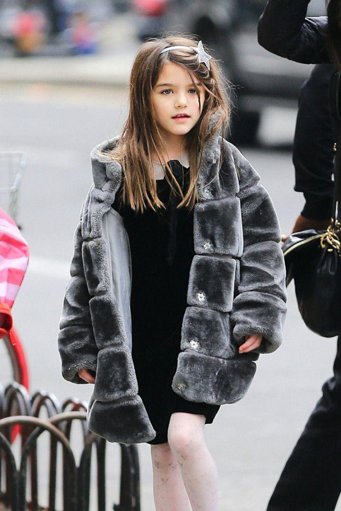 Сури Круз.Один стильный гардероб Сури, благодаря которому она традиционно входит в списки самых модных детей в мире, обошелся ее родителям, актерам Тому Крузу и Кэти Холмс, в кругленькие $ 3 миллиона. Некоторые вещи особенно ценны — взять хотя бы плащ Dolce&Gabbana за $ 2 140 (и ничего, что девочка из него так быстро выросла) или коллекцию платьев от Marc Jacobs, Chloe, Burberry y Juicy Couture.Личное состояние девочки оценивается в $ 270 миллионов.