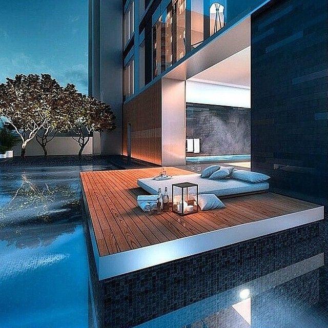 Terrass byggd och möblerad för relax och spa