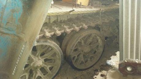 Tanc T 54, descoperit într-o gospodărie din Varniţa. Proprietarii se încurcau în declaraţii (VIDEO)