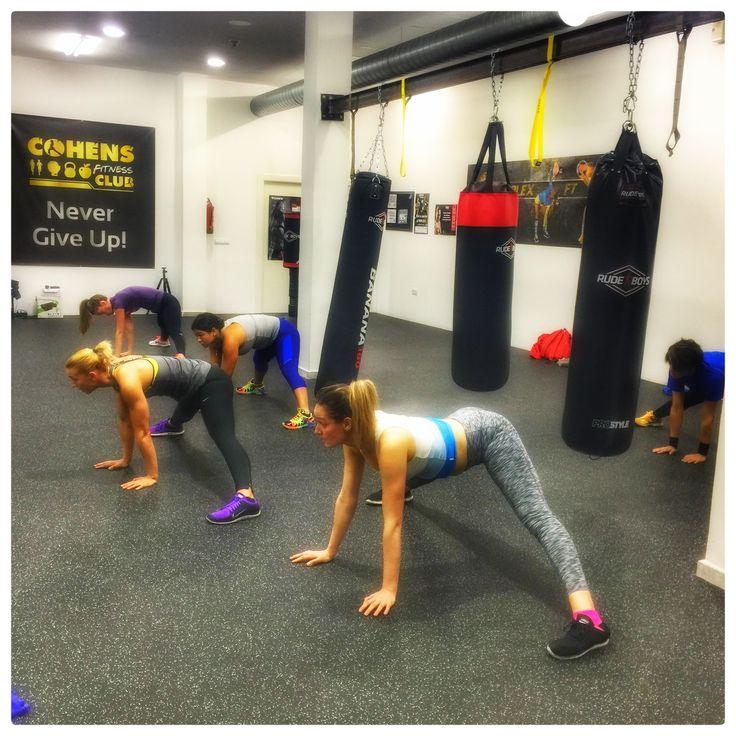 ☝🏽️Hoy comenzamos la jornada del viernes con una sesión de #Mobility & #stretching by #FTXSystems. #valencia #fitness #movilidad #estiramiento #entrenamiento #viernes #gym #gimnasio #training #Body #relax #tfl #follow