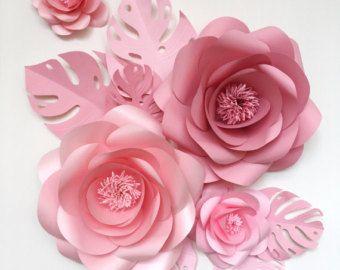 Flores de papel  flores de papel gigantes  novia de pared