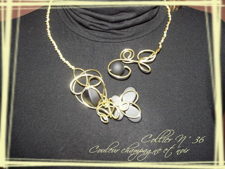 Collier n°036  Avec deux fils d'aluminiums de couleur or et ces perles de couleur noir  Retrouvez ce modéle sur ma page facebook : https://www.facebook.com/olivia.creation.5