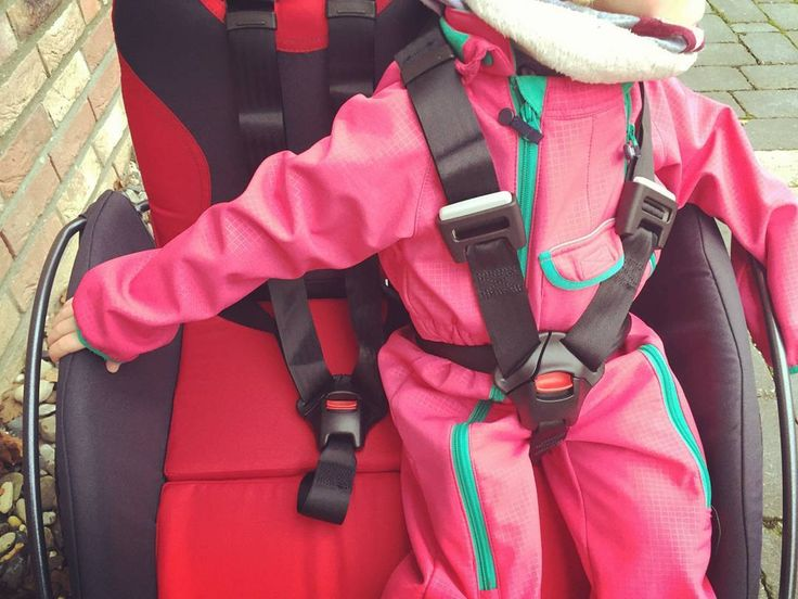 Scheibenräder 5-Punkt-Gurte und eine Konstruktion ohne Scher- und Klemmstellen sorgen für viel Sicherheit.  #YippieYo #Crossbuggy #instababy #doublepushchair #pushchair #stroller #twins #baby #kids #children #strolling #family #outside #nature #crosscountry #Doppelkinderwagen #Kinderwagen #Zwillinge #Kinder #Spazieren #Familie #Natur #Offroad #allterrain #mountainbuggy #hiking #wandern #outdoors #outdoorsupply #outdoorkids by yippieyo_com