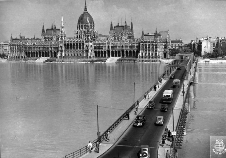 The    Temporary Bridge Kossuth at 1948, Budapest, Hungary