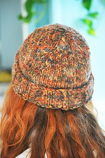 Super easy hat, fits everybody. It's worked flat (but if you really want you can convert to knitting in the round) using super bulky yarn and needles #10 (6 mm). Any question you have, just ask!