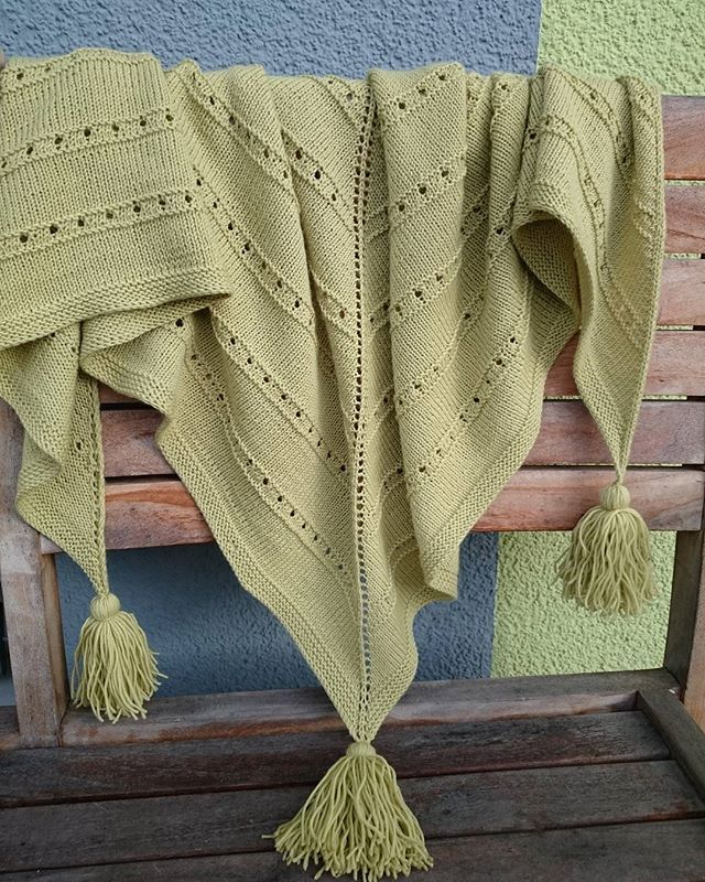 #baktus #loop #schal #Schultertuch #drops #dropsbabymerino #lime #wool #best_knitters #knitting #knitart #knitwear #iloveknitting #knitstagram #knittingaddict #knittersofinstagram #knittinglove  #instaknit #instaknitting #knitting_inspiration #crochet  #Etsyprepromo #Etsyfinds #EtsyForAll #EtsyShopOwner #EtsySeller #etsystore