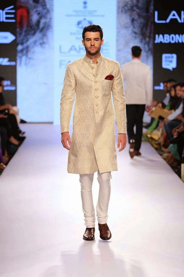 Raghavendra Rathore Keeps it Safe & Classic for his S/R 2015 Collection: Lakme Fashion Week