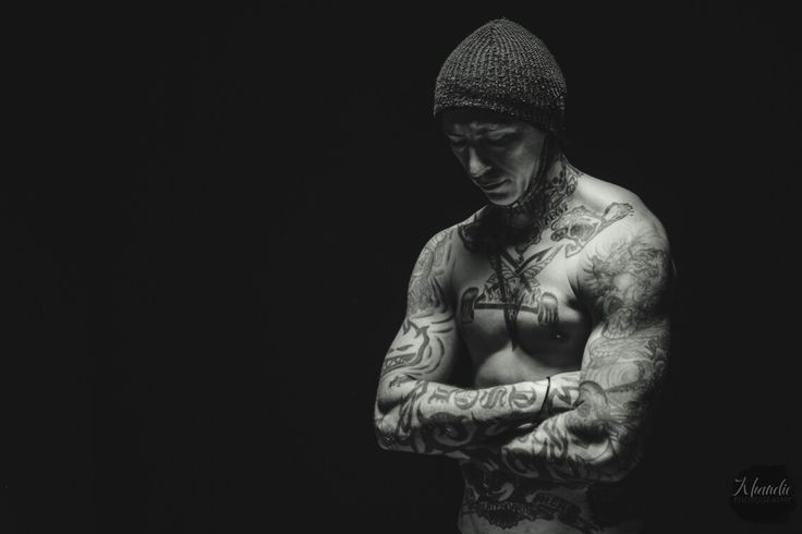 Professional skateboarder  Lee Blackwell. Low key portrait using an overhead beauty dish to highlight his muscles. Atmospheric portrait photography. Www.khandiephotography.com