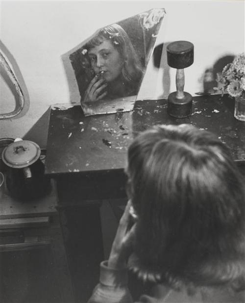 Robert Doisneau, Saint Germain des Prés, 1948 | refelection | mirror shard | 1940s | www.republicofyou.com.au