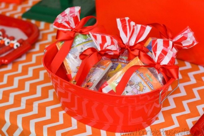 Elmo birthday party ideas- keep the party favors simple with cheap read along with Elmo books
