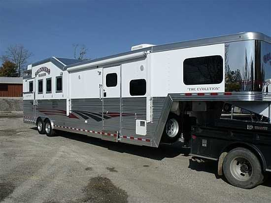 Rv Barn With Living Quarters : Horse trailer with living quarters yes please