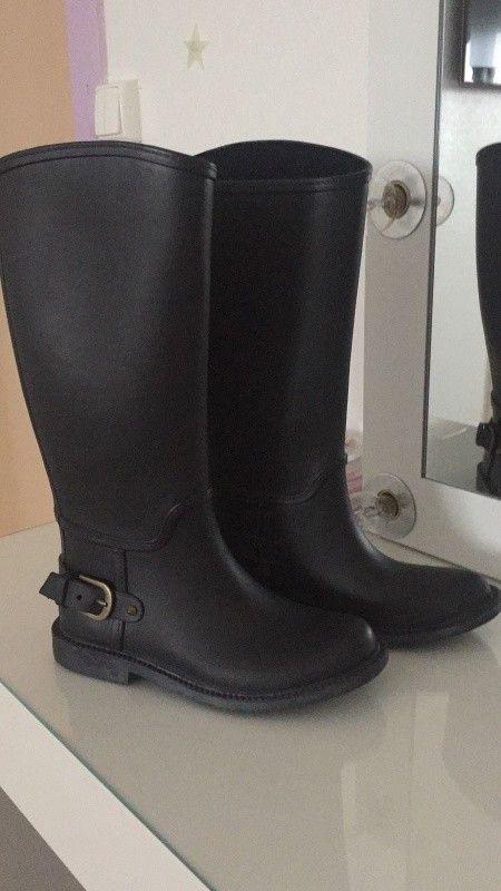 Très jolie bottes de pluies zara noir 32 / 33 taille