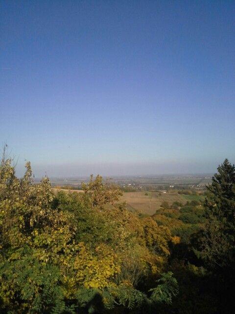 Kilátás a főkaputól a közeli falvakra és földekre.