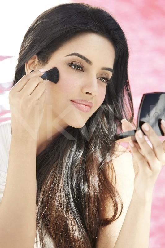 Asin ups the heat for Avon