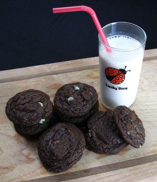 Mint Chocolate Cream Cookies: Chocolate Cream, Cream Cookies, Chocolates, Doesn T Weigh, Sugarcoatedsarah Com, Mint Chocolate