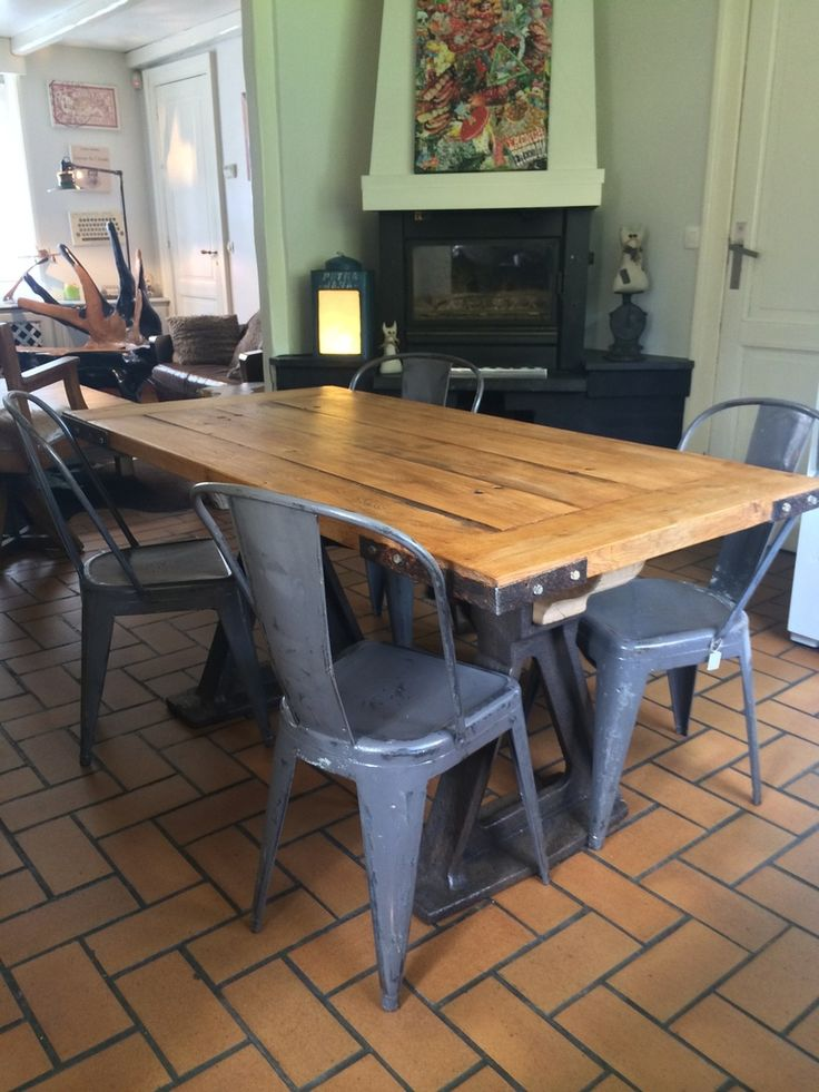 Table industrielle bois et m tal prix 1090 euros for Petite table industrielle