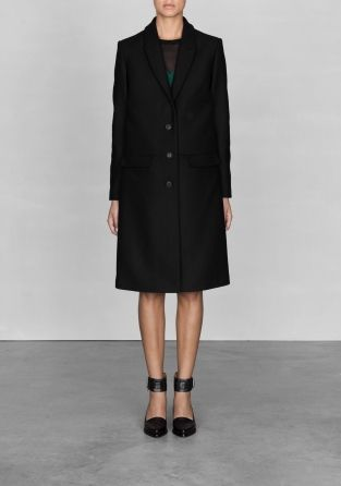 Clean and sharp cutting details around the collar and in the back give this wool-blend coat a modern and sophisticated look.