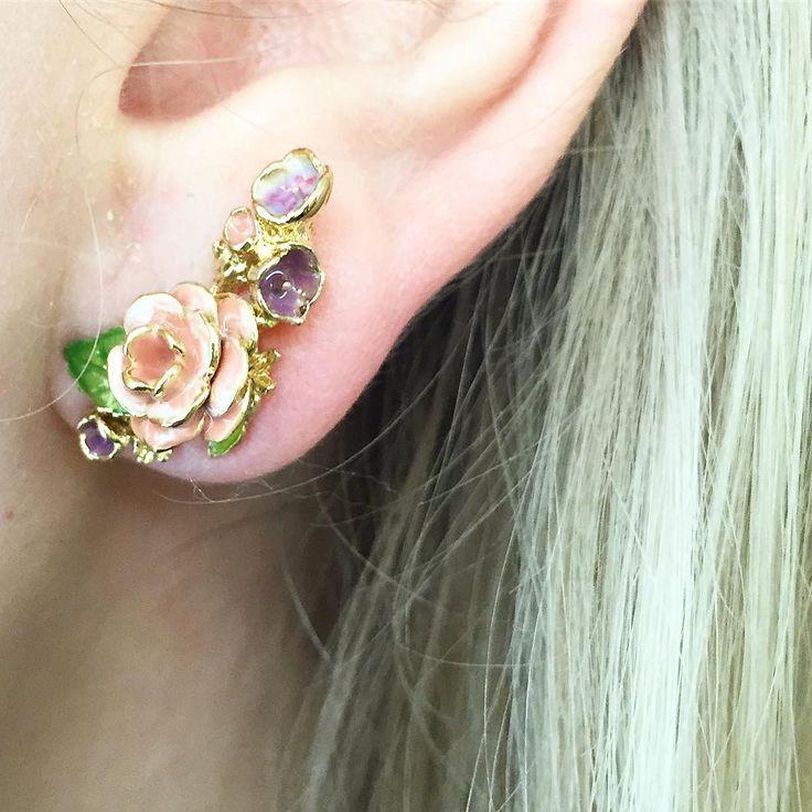 🌿🌸:: The Vintage Rose Climber & Mini Studs Set :: 🌸🌿 . . . #BillSkinner #vintage #vintagestyle #vintagerose #rosejewellery #earclimber #enameljewellery #enameljewelry #roses #vintagefashion