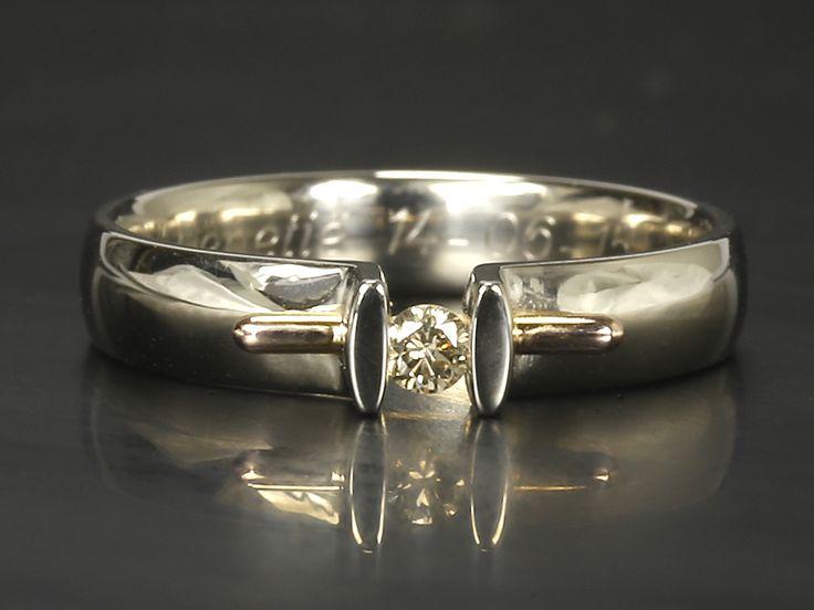 #Witgouden #verlovingsring met #diamant 0.10 ct. Confortabel #design. #Unique #engement #ring #Whitegold an #diamond