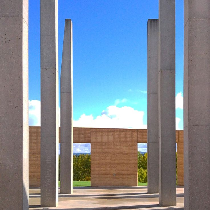 Arriving at TarraWarra Estate it is obvious that there is a curator at work. From the gate you are greeted with the work of Clement Meadmore (Awakening) which introduces you to the TarraWarra Muse…
